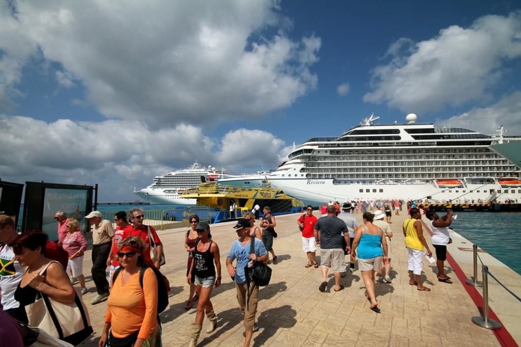 Turistas llegando a Cozumel