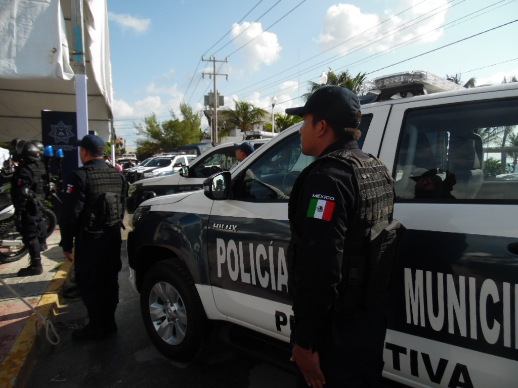 Se entregaron 11 patrullas y 13 motocicletas para la policía municipal