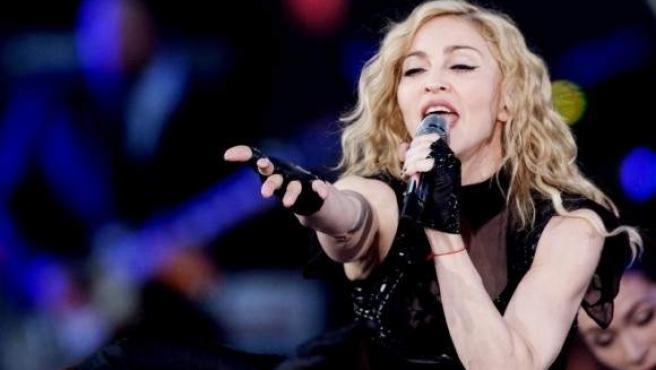 https://www.20minutos.es/noticia/4151779/0/el-problema-de-rodillas-de-madonna-la-obliga-a-acabar-su-concierto-con-baston/